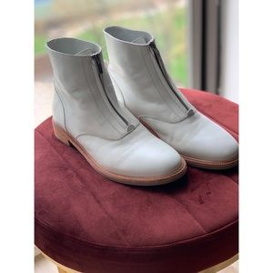 FRYE Kelly White Front Zip Booties